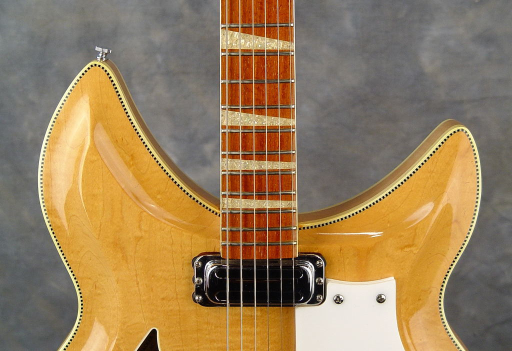 Rickenbacker 1970 model 381 in Mapleglo.